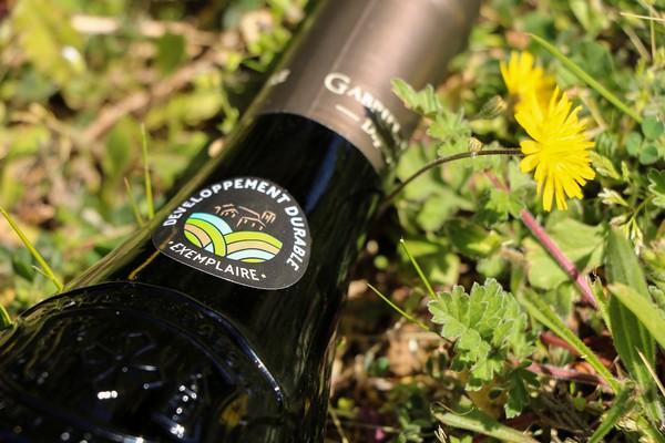 Un macaron portant notre démarche RSE est désormais visible sur les bouteilles de la Maison Gabriel Meffre