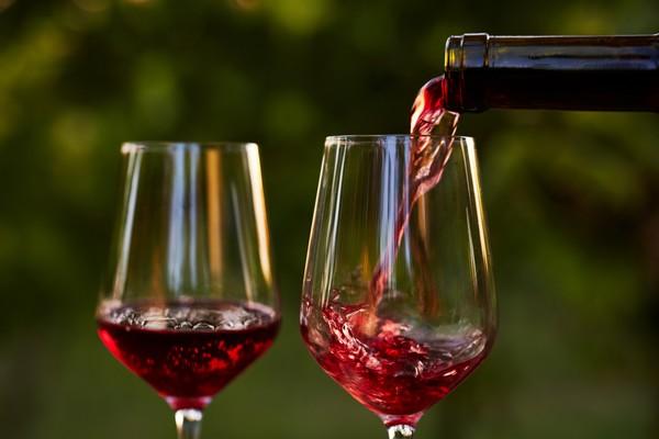 Les vins rouges de la Maison Gabriel Meffre s'invitent sur les tables de l'été